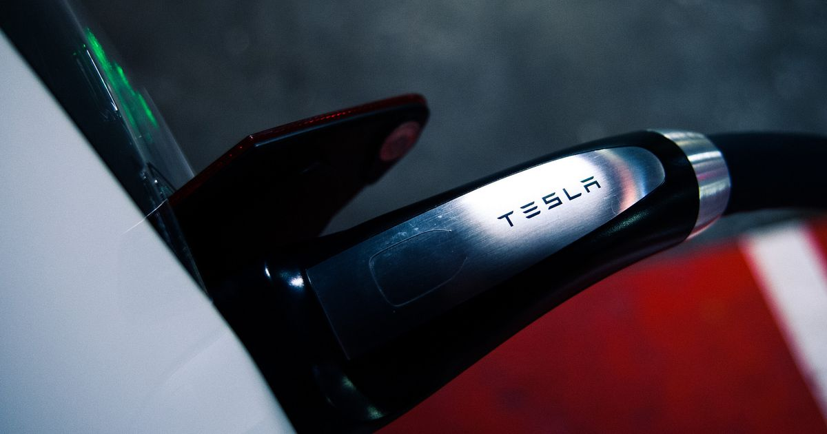 Tesla s New Supercharger Can Deliver 1000 Miles Of Juice In An Hour