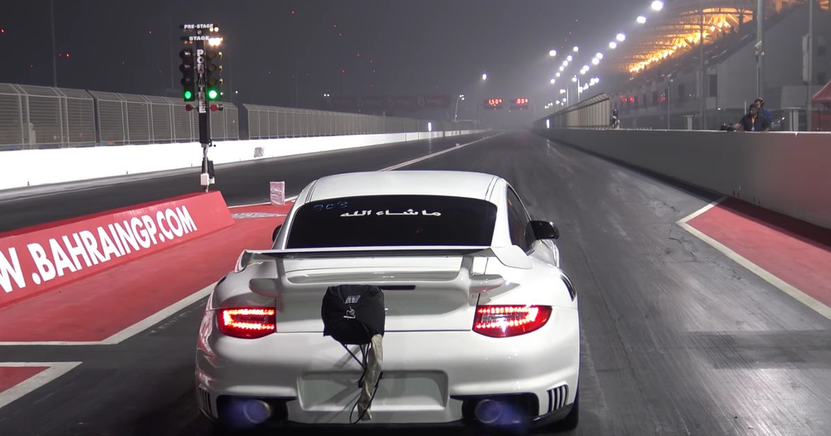 watch this angry porsche 911 gt2 violently launch its way to an 8sec quarter. Black Bedroom Furniture Sets. Home Design Ideas