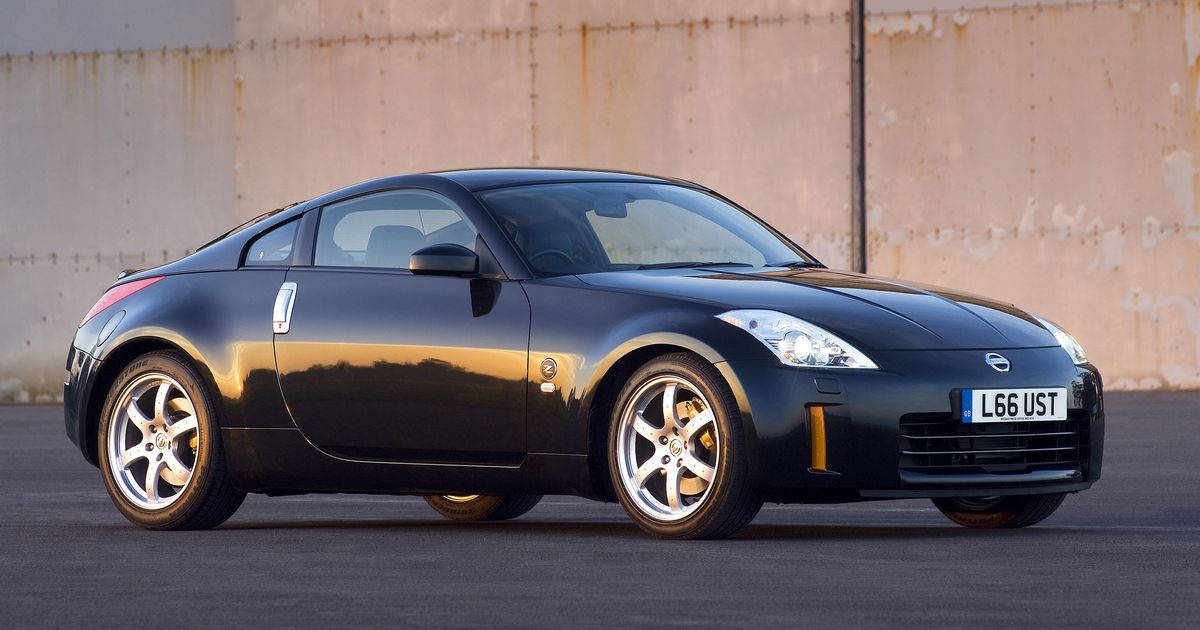 6 reasons you need a nissan 350z in your life. Black Bedroom Furniture Sets. Home Design Ideas