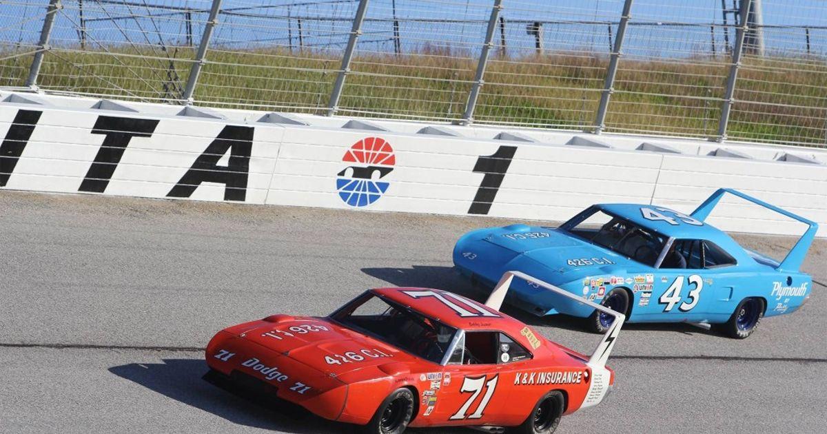 Dodge Charger Daytona Vs Plymouth Superbird