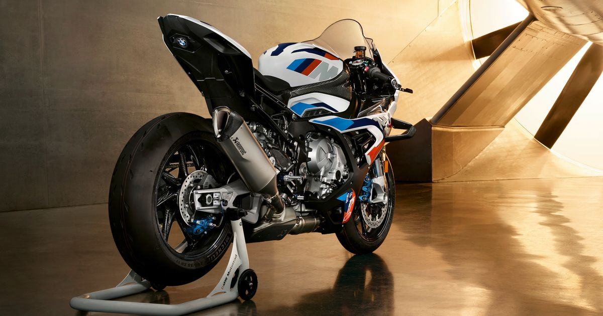 This 210bhp Weapon Is The First BMW M Motorbike - Car Throttle