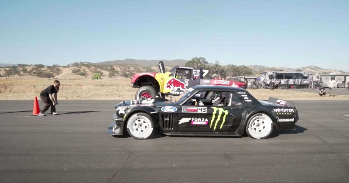 This Hoonicorn Vs Trophy Truck Drag Race Is Massively One-Sided But We Don t Mind