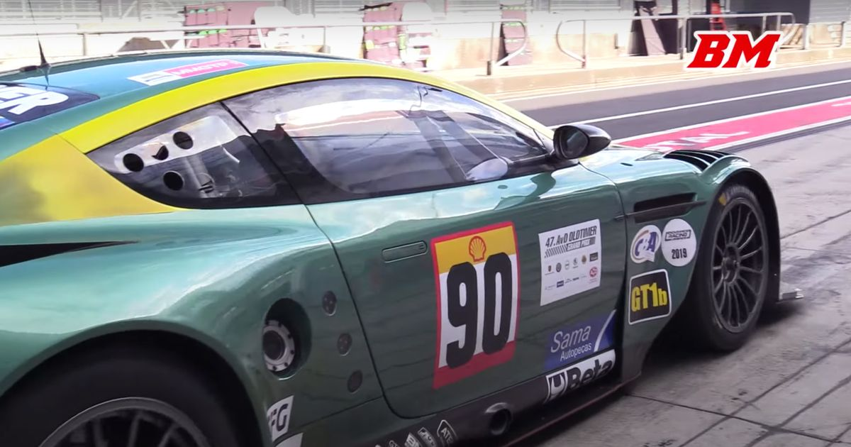 Treat Your Ears To 7 Minutes Of The Aston Martin DBR9 s Screaming V12