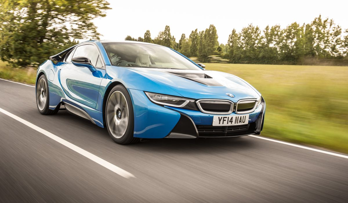 Bmw S Striking I8 Is A Sexy 911 Eating Hybrid With Brawn And Brains
