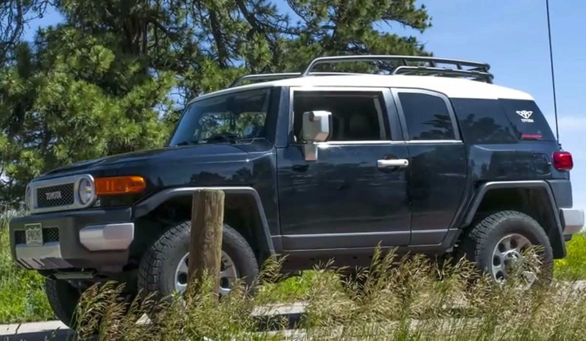 The Toyota Fj Cruiser Is Japans Answer To Hummer Mega
