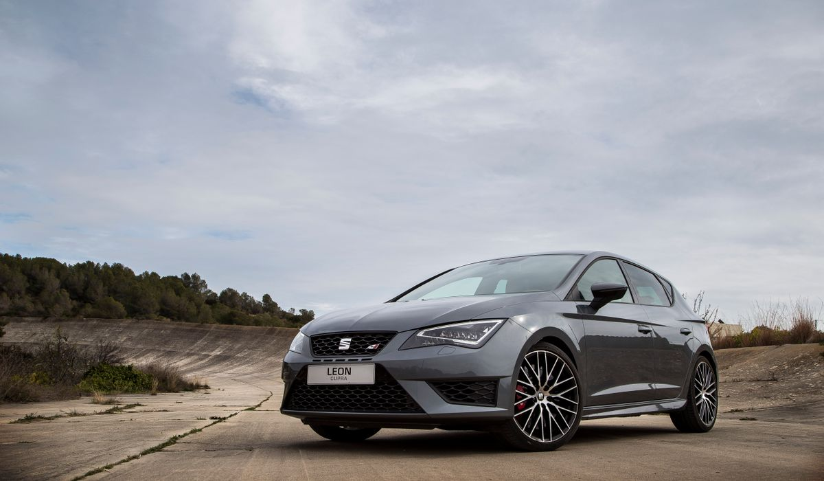 100 seat ibiza fr 300hp by 2015 seat leon st cupra spied without camouflage 2017 seat. Black Bedroom Furniture Sets. Home Design Ideas