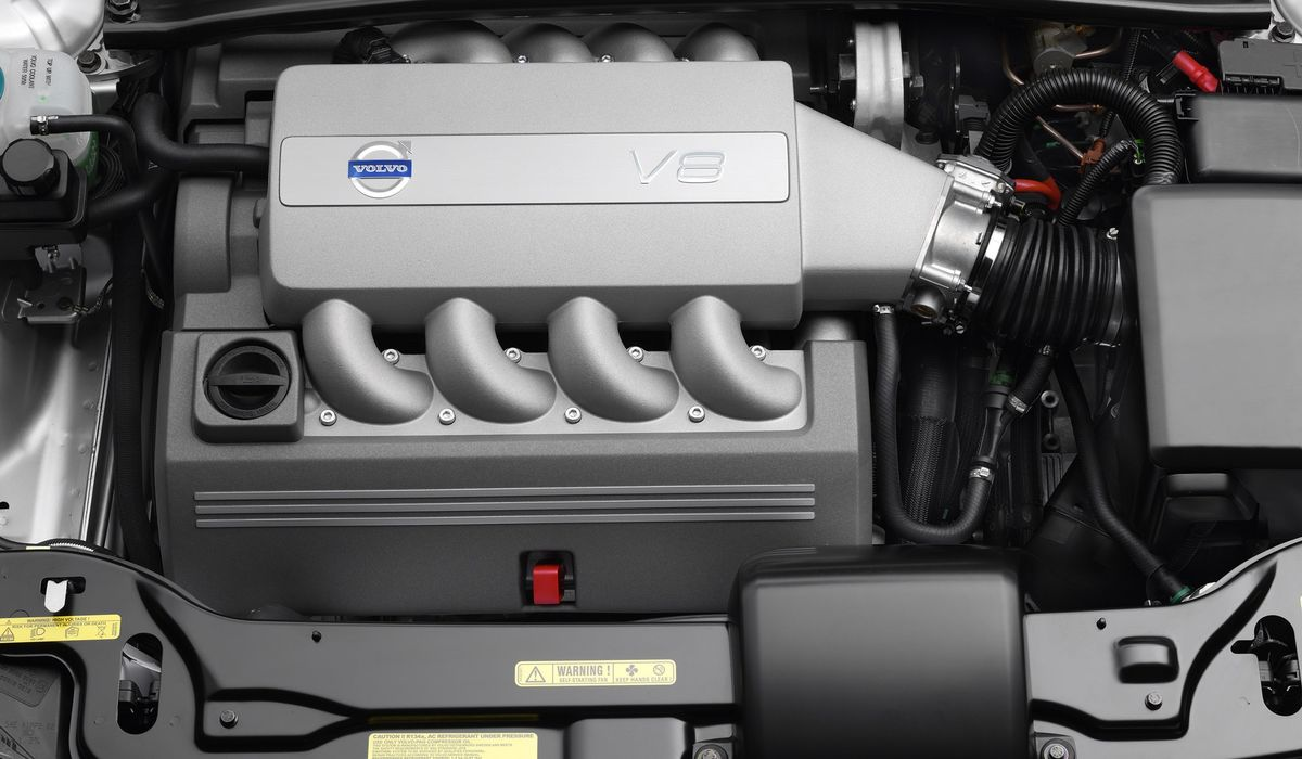 8 Cars With Front Mounted Transverse V8 Engines