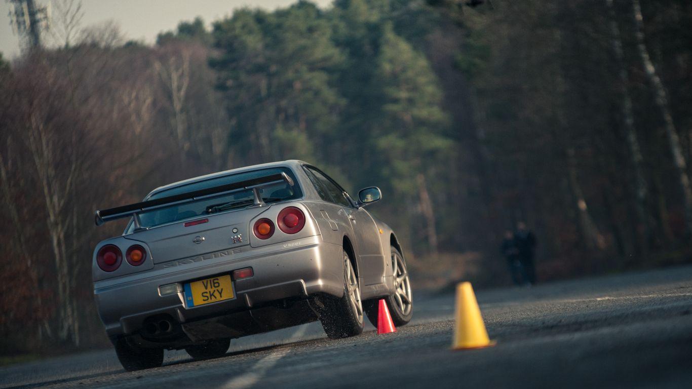 Nissan nissan sky : Nissan R34 Skyline GT-R Vs R35 GT-R: Downloadable Image Gallery Part 2