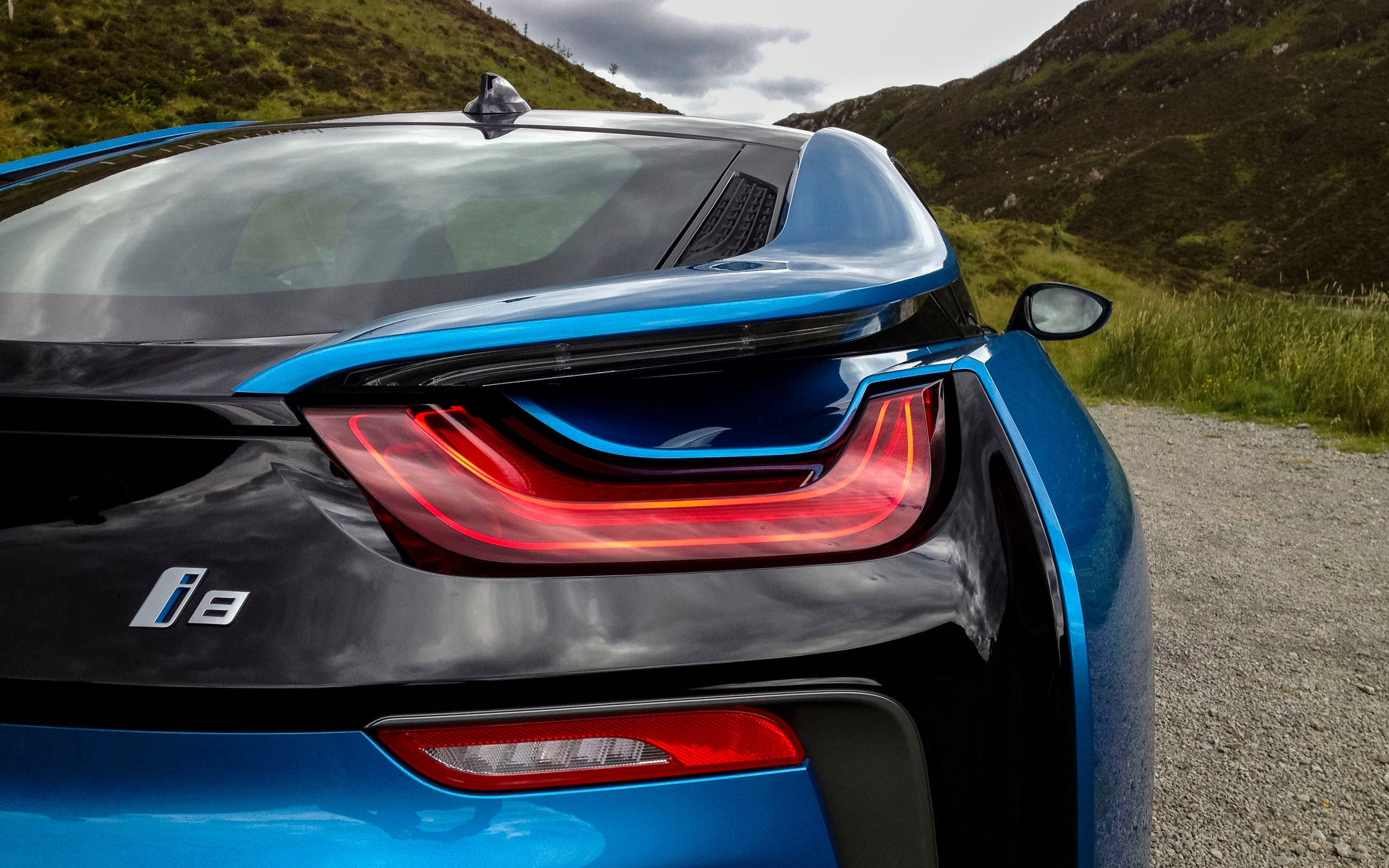 These Beautiful BMW i8 Wallpapers Are A Futuristic Dose Of ...