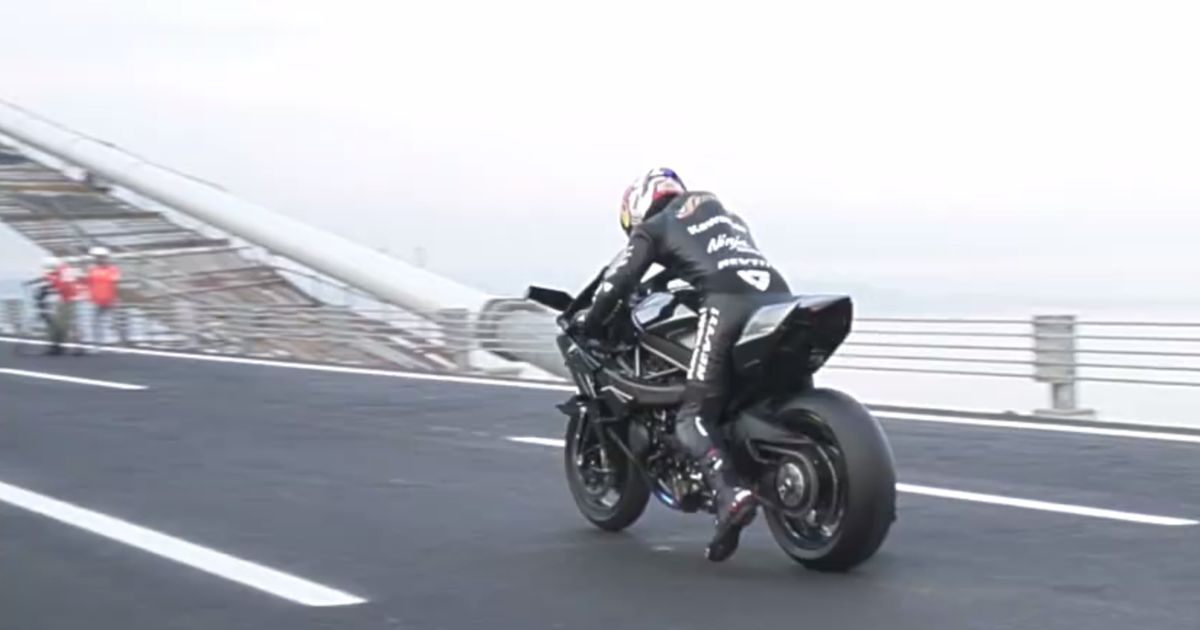 A Motorbike Racer Hit 249mph Riding Kawasaki H2R On Closed Bridge