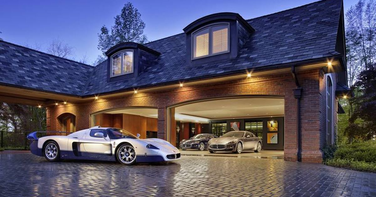 10 awesome garages that 39 ll give you 39 man cave 39 envy for Garage skoda paray vieille poste